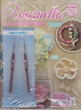 Uncinetto creativo extra - Uncinetto passione floreale - n. 66 - mensile - + 2 uncinetti da 0,75 mm e 1,25 mm con gancio in acciaio e manico in plastica