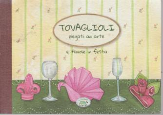 Tovaglioli piegati ad arte e tavole in festa - di Laura Toffaletti