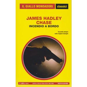 Il giallo Mondadori - classici - James Hadley Chase - Incendio a bordo - n. 1447- mensile   -169   pagine