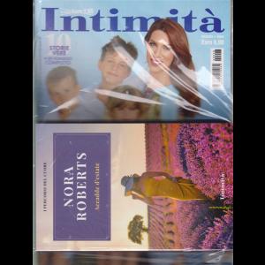 Intimita' + il libro I percorsi del cuore - Nora Roberts - Accadde d'estate - n. 28 - settimanale - 15 luglio 2020
