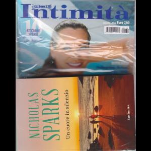 Intimita' + il libro di Nicholas Sparks Un cuore in silenzio - n. 32 - settimanale - 17 agosto 2020 - rivista + libro