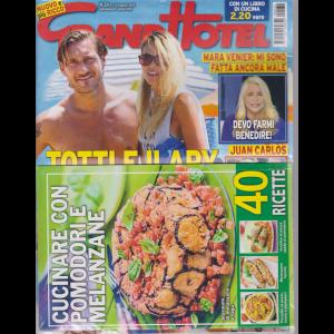 Grand Hotel + il libro Cucinare pomodori e melanzane - n. 34 - 14 agosto 2020 - settimanale- 2 riviste