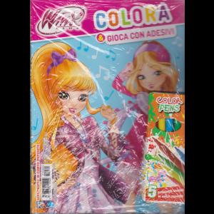 Colora Con Winx Club -  Colora & Gioca con adesivi + 5 pennarelli lavabili in colori assortiti - n. 80 - 7//2020 - bimestrale